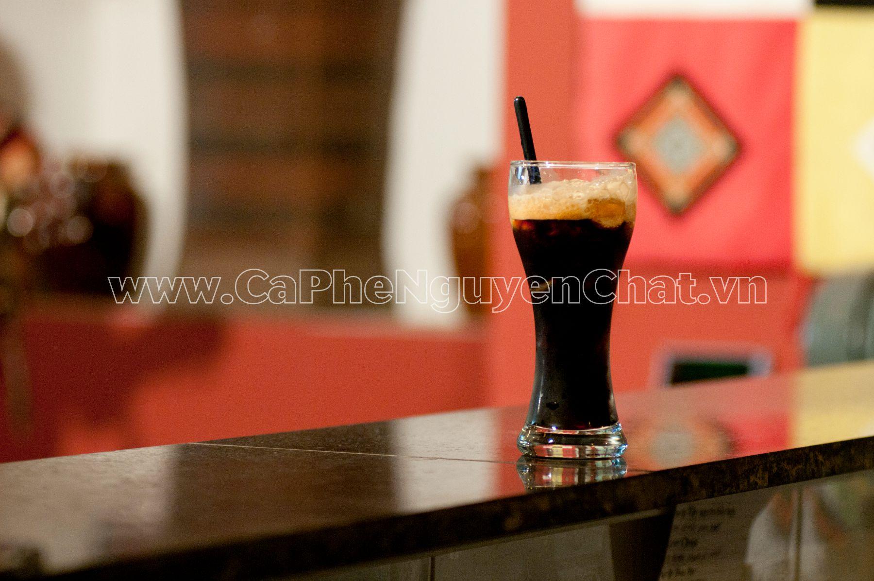 Uống cafe rang xay nguyên chất mỗi sáng
