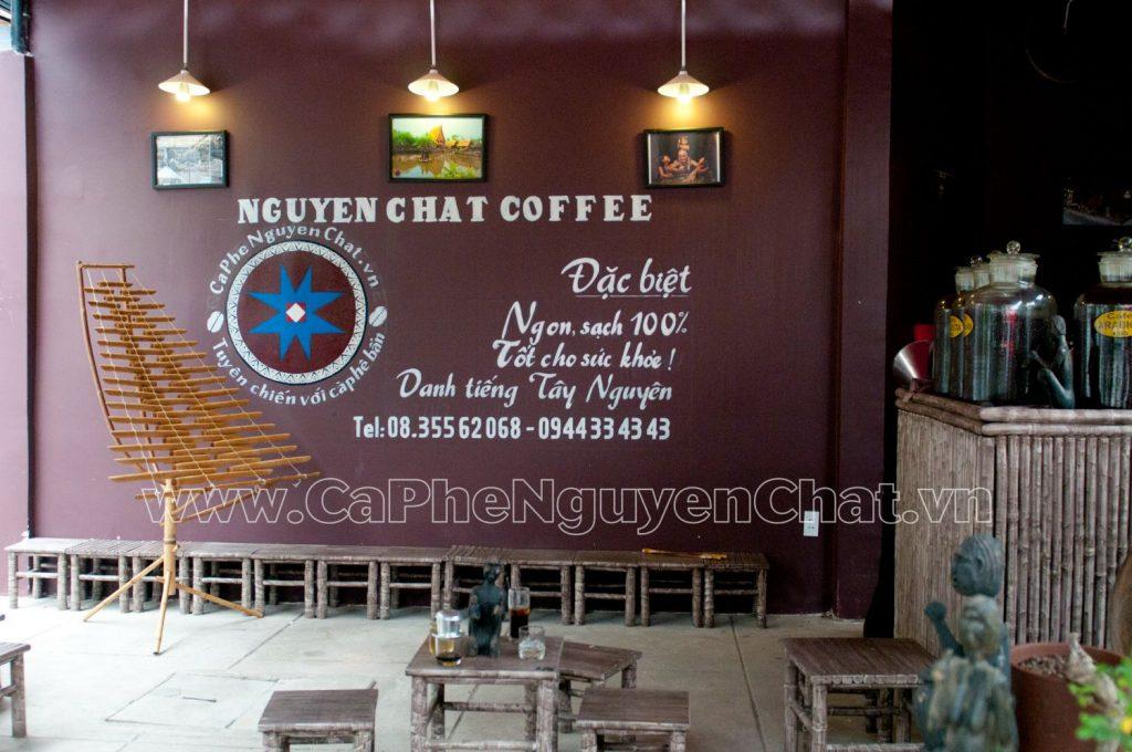 Mô hình kinh doanh cafe những năm gần đây đã không còn xa lạ, đặc biệt là với các bạn mới bắt đầu kinh doanh. Cùng Nguyen Chat Coffee tìm hiểu tại sao loại hình kinh doanh này lại được nhiều người lựa chọn như vậy.